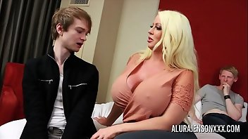 Big Nipples Blonde Pornstar Creampie MILF