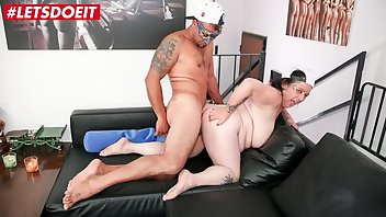 Swinger Blowjob Rough Doggystyle